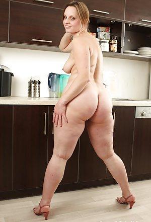 Housewife Ass